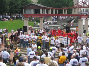 FIGHTING FOR FAIRNESS: Miners rallying in Kiener Plaza last month. –Labor Tribune photo