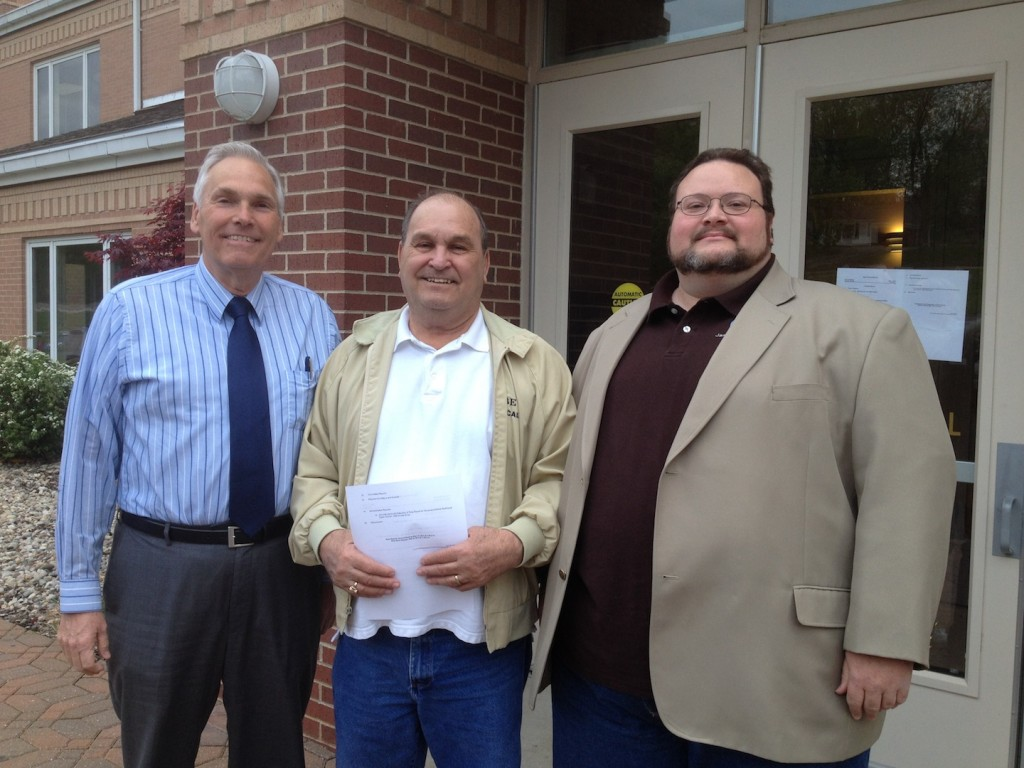 STANDING IN OPPOSITION TO RTW: Arnold Councilman Phil Amato, Jefferson County Labor Club President Bart Velasco and Arnold Councilman and Mayor Pro-Tem Jason Fulbright outside Arnold City Hall prior to last week's meeting. – Labor Tribune photo