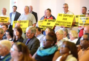 UNIVERSITY CITY RESIDENTS show their support for the city's fire fighters at a recent council meeting. Roberto Rodriguez/ – STLToday photo