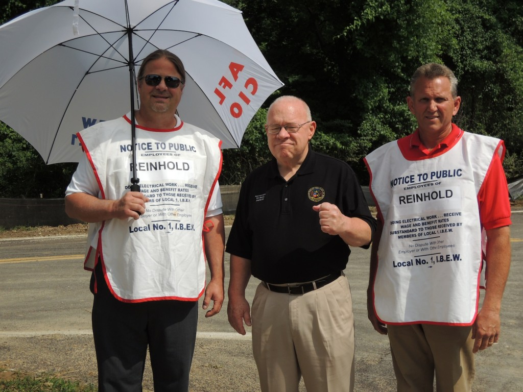 SUPPORTING THE PICKET LINE:  State Representative Bob Burns (D-Affton) shows his determination NOT to cross IBEW Local 1's picket line being manned by Local 1 Business Representatives John Kahrhoff (left) and Dave Roth (right). – Labor Tribune photo