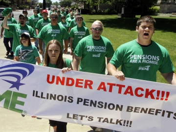 American Federation of State County and Municipal Employees rally against proposed pension legislation. – GPB News photo