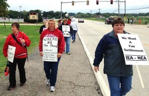 LESSON IN SOLIDARITY: Highland school teachers were pleasantly surprised by the show of support they received from the community as they took to the picket line last week in the first-ever strike in the district. Teachers there have not had a raise in three years. – Labor Tribune photo