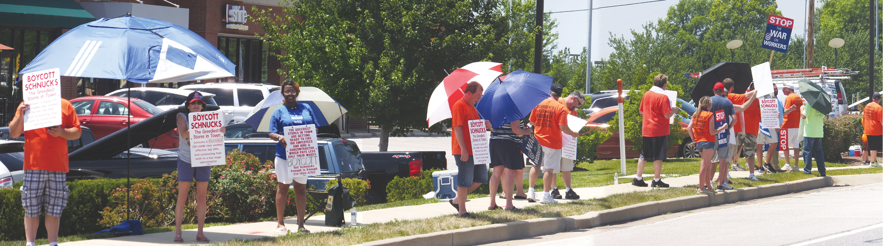 EFFECTIVE MASS PICKETING at the Schnucks Des Peres Center at Manchester and Ballas saw members of Teamsters Local 688 and other unions and retirees covering every entrance to the shopping center with great results. - Labor Tribune photo