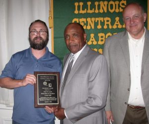 SOLIDARITY: Terry Turley (center), president of East St. Louis Federation of Teachers AFT-IFT Local 1220, accepts the first-ever Solidarity Award on behalf of the local, presented by Eddie Caumian (left) of the Illinois AFSCME staff and Michael Carrigan (right), president of the Illinois AFL-CIO. – Labor Tribune photo