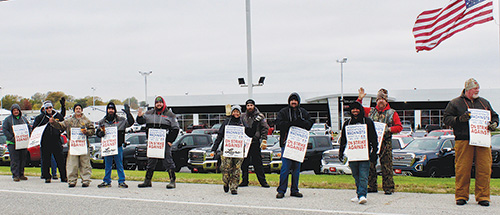 Laura Gmc Collinsville Illinois >> Machinists On Strike At Laura Buick Gmc Receive Support From